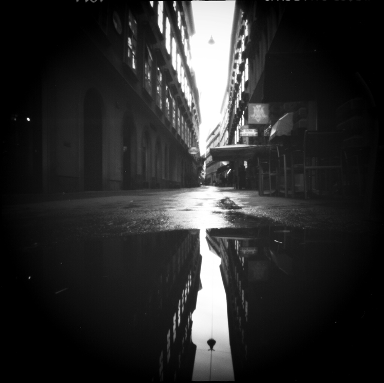 andrea_ehrenreich_4_rainy_street_dierkovakomora.sk