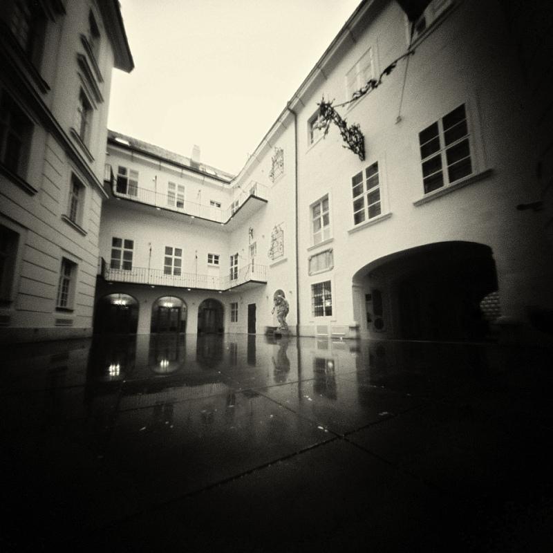 mino_bathory_07_dierkovakomora.sk